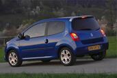 http://www.voiturepourlui.com/images/Renault/Twingo-II/Exterieur/Renault_Twingo_II_008.jpg