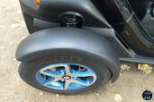 http://www.voiturepourlui.com/images/Renault/Twizy-Intens-2014/Exterieur/Renault_Twizy_Intens_2014_036_jante.jpg