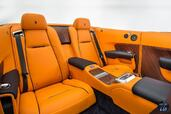 Photo Rolls-Royce Dawn-2017 2017 Rolls-Royce Dawn 2017 http://www.voiturepourlui.com/images/Rolls-Royce/Dawn-2017/Interieur/Rolls_Royce_Dawn_2017_006_orange_bleu_bois_interieur_siege_arriere.jpg