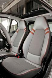 Photo Smart Fortwo-Highstyle 2009 Smart Fortwo Highstyle http://www.voiturepourlui.com/images/Smart/Fortwo-Highstyle/Interieur/Smart_Fortwo_Highstyle_503.jpg