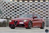 Alfa-Romeo Giulia Quadrifoglio 2016  photo 14 http://www.voiturepourlui.com/images/Alfa-Romeo/Giulia-Quadrifoglio-2016/Exterieur/Alfa_Romeo_Giulia_Quadrifoglio_2016_015_rouge_avant_feux_phares.jpg