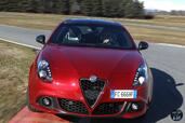 Alfa-Romeo Giulietta 2017  photo 8 http://www.voiturepourlui.com/images/Alfa-Romeo/Giulietta-2017/Exterieur/Alfa_Romeo_Giulietta_2017_008_rouge_avant_face_calandre_phares_feux.jpg