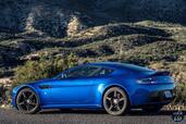 Aston-Martin Vantage GTS 2017  photo 6 http://www.voiturepourlui.com/images/Aston-Martin/Vantage-GTS-2017/Exterieur/Aston_Martin_Vantage_GTS_2017_006_cote_bleu.jpg