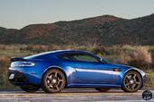 Aston-Martin Vantage GTS 2017  photo 8 http://www.voiturepourlui.com/images/Aston-Martin/Vantage-GTS-2017/Exterieur/Aston_Martin_Vantage_GTS_2017_008_cote_bleu.jpg