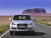 Audi Q7  photo 13 http://www.voiturepourlui.com/images/Audi/Q7/Exterieur/Audi_Q7_013.jpg