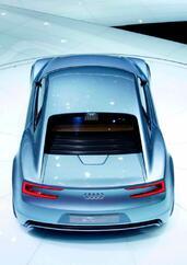 Audi e Tron Concept  photo 17 http://www.voiturepourlui.com/images/Audi/e-Tron-Concept/Exterieur/Audi_e_Tron_Concept_017.jpg