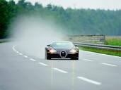 Bugatti Veyron  photo 5 http://www.voiturepourlui.com/images/Bugatti/Veyron/Exterieur/Bugatti_Veyron_005.jpg