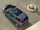 Citroen C4 Grand Picasso  photo 1 http://www.voiturepourlui.com/images/Citroen/C4-Grand-Picasso/Exterieur/Citroen_C4_GD_Picasso_007.jpg
