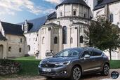 Citroen DS4 2015  photo 15 http://www.voiturepourlui.com/images/Citroen/DS4-2015/Exterieur/Citroen_DS4_2015_016_gris_avant.jpg