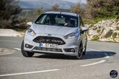 Ford Fiesta ST200 2016  photo 4 http://www.voiturepourlui.com/images/Ford/Fiesta-ST200-2016/Exterieur/Ford_Fiesta_ST200_2016_004_gris_avant_face.jpg
