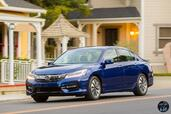 Honda Accord Hybrid 2017  photo 5 http://www.voiturepourlui.com/images/Honda/Accord-Hybrid-2017/Exterieur/Honda_Accord_Hybrid_2017_005_bleu_avant_touring.jpg