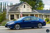 Honda Accord Hybrid 2017  photo 6 http://www.voiturepourlui.com/images/Honda/Accord-Hybrid-2017/Exterieur/Honda_Accord_Hybrid_2017_006_bleu_touring_profil.jpg