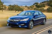 Honda Accord Hybrid 2017  photo 8 http://www.voiturepourlui.com/images/Honda/Accord-Hybrid-2017/Exterieur/Honda_Accord_Hybrid_2017_009_bleu_avant_touring.jpg