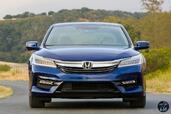 Honda Accord Hybrid 2017  photo 13 http://www.voiturepourlui.com/images/Honda/Accord-Hybrid-2017/Exterieur/Honda_Accord_Hybrid_2017_015_bleu_avant_touring.jpg