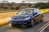 Honda Accord Hybrid 2017  photo 14 http://www.voiturepourlui.com/images/Honda/Accord-Hybrid-2017/Exterieur/Honda_Accord_Hybrid_2017_016_bleu_avant_touring.jpg
