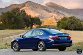 Honda Accord Hybrid 2017  photo 16 http://www.voiturepourlui.com/images/Honda/Accord-Hybrid-2017/Exterieur/Honda_Accord_Hybrid_2017_018_bleu_touring_arriere.jpg