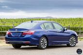 Honda Accord Hybrid 2017  photo 17 http://www.voiturepourlui.com/images/Honda/Accord-Hybrid-2017/Exterieur/Honda_Accord_Hybrid_2017_019_bleu_touring_arriere.jpg