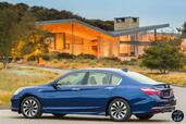 Honda Accord Hybrid 2017  photo 19 http://www.voiturepourlui.com/images/Honda/Accord-Hybrid-2017/Exterieur/Honda_Accord_Hybrid_2017_022_bleu_touring_arriere.jpg