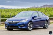 Honda Accord Hybrid 2017  photo 24 http://www.voiturepourlui.com/images/Honda/Accord-Hybrid-2017/Exterieur/Honda_Accord_Hybrid_2017_027_bleu_avant_touring.jpg