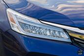 Honda Accord Hybrid 2017  photo 26 http://www.voiturepourlui.com/images/Honda/Accord-Hybrid-2017/Exterieur/Honda_Accord_Hybrid_2017_029_bleu_avant_touring_feux_phares.jpg
