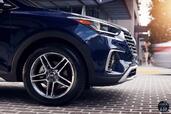 Hyundai Santa Fe 2017  photo 7 http://www.voiturepourlui.com/images/Hyundai/Santa-Fe-2017/Exterieur/Hyundai_Santa_Fe_2017_007_bleu_roue_jante_pneu.jpg