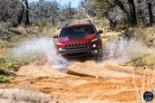 Jeep Cherokee 2014  photo 20 http://www.voiturepourlui.com/images/Jeep/Cherokee-2014/Exterieur/Jeep_Cherokee_2014_021_water.jpg
