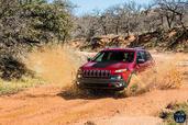 Jeep Cherokee 2014  photo 36 http://www.voiturepourlui.com/images/Jeep/Cherokee-2014/Exterieur/Jeep_Cherokee_2014_036_boue.jpg