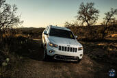 Jeep Grand Cherokee 2014  photo 9 http://www.voiturepourlui.com/images/Jeep/Grand-Cherokee-2014/Exterieur/Jeep_Grand_Cherokee_2014_009_4x4.jpg