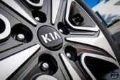 Kia Optima Hybrid 2017  photo 7 http://www.voiturepourlui.com/images/Kia/Optima-Hybrid-2017/Exterieur/Kia_Optima_Hybrid_2017_007_bleu_roue_jante_pneu.jpg