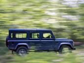 Land-Rover Defender  photo 2 http://www.voiturepourlui.com/images/Land-Rover/Defender/Exterieur/Land_Rover_Defender_002.jpg