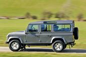 Land-Rover Defender  photo 8 http://www.voiturepourlui.com/images/Land-Rover/Defender/Exterieur/Land_Rover_Defender_008.jpg