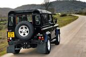 Land-Rover Defender  photo 9 http://www.voiturepourlui.com/images/Land-Rover/Defender/Exterieur/Land_Rover_Defender_009.jpg