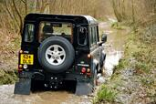 Land-Rover Defender  photo 17 http://www.voiturepourlui.com/images/Land-Rover/Defender/Exterieur/Land_Rover_Defender_017.jpg
