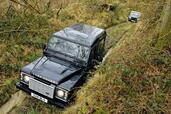 Land-Rover Defender  photo 18 http://www.voiturepourlui.com/images/Land-Rover/Defender/Exterieur/Land_Rover_Defender_018.jpg