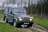 Land-Rover Defender  photo 22 http://www.voiturepourlui.com/images/Land-Rover/Defender/Exterieur/Land_Rover_Defender_022.jpg