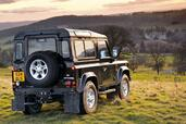 Land-Rover Defender  photo 25 http://www.voiturepourlui.com/images/Land-Rover/Defender/Exterieur/Land_Rover_Defender_025.jpg