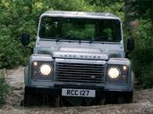 Land-Rover Defender  photo 33 http://www.voiturepourlui.com/images/Land-Rover/Defender/Exterieur/Land_Rover_Defender_033.jpg