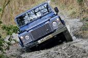 Land-Rover Defender  photo 34 http://www.voiturepourlui.com/images/Land-Rover/Defender/Exterieur/Land_Rover_Defender_034.jpg