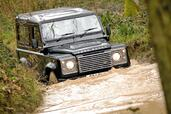 Land-Rover Defender  photo 36 http://www.voiturepourlui.com/images/Land-Rover/Defender/Exterieur/Land_Rover_Defender_036.jpg