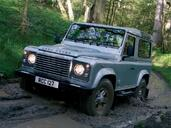 Land-Rover Defender  photo 38 http://www.voiturepourlui.com/images/Land-Rover/Defender/Exterieur/Land_Rover_Defender_038.jpg