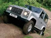Land-Rover Defender  photo 44 http://www.voiturepourlui.com/images/Land-Rover/Defender/Exterieur/Land_Rover_Defender_044.jpg