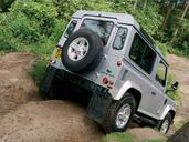 Land-Rover Defender  photo 45 http://www.voiturepourlui.com/images/Land-Rover/Defender/Exterieur/Land_Rover_Defender_045.jpg