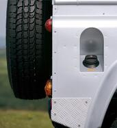 Land-Rover Defender  photo 63 http://www.voiturepourlui.com/images/Land-Rover/Defender/Exterieur/Land_Rover_Defender_063.jpg