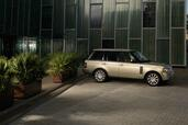 Land-Rover Range Rover 2010  photo 11 http://www.voiturepourlui.com/images/Land-Rover/Range-Rover-2010/Exterieur/Land_Rover_Range_Rover_2010_011.jpg