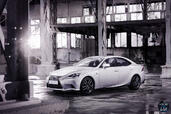Lexus IS 300H 2014  photo 15 http://www.voiturepourlui.com/images/Lexus/IS-300H-2014/Exterieur/Lexus_IS_300H_2014_015.jpg