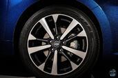 Nissan Altima SR 2016  photo 8 http://www.voiturepourlui.com/images/Nissan/Altima-SR-2016/Exterieur/Nissan_Altima_SR_2016_008_bleu_roue_jante.jpg