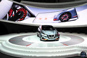 Nissan Sway Concept Salon Geneve 2015  photo 3 http://www.voiturepourlui.com/images/Nissan/Sway-Concept-Salon-Geneve-2015/Exterieur/Nissan_Sway_Concept_Salon_Geneve_2015_003.jpg