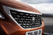 Peugeot 3008 2016  photo 21 http://www.voiturepourlui.com/images/Peugeot/3008-2016/Exterieur/Peugeot_3008_2016_023_avant_face_orange_marron_calandre_logo.jpg