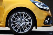Renault Clio RS 2017  photo 5 http://www.voiturepourlui.com/images/Renault/Clio-RS-2017/Exterieur/Renault_Clio_RS_2017_005_jaune_roue_jante_pneu.jpg