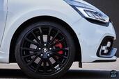 Renault Clio RS 2017  photo 8 http://www.voiturepourlui.com/images/Renault/Clio-RS-2017/Exterieur/Renault_Clio_RS_2017_008_gris_roue_jante_pneu_avant.jpg